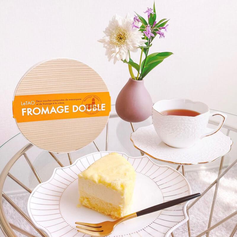 ブルーミーとチーズケーキ、紅茶でリラックスタイム