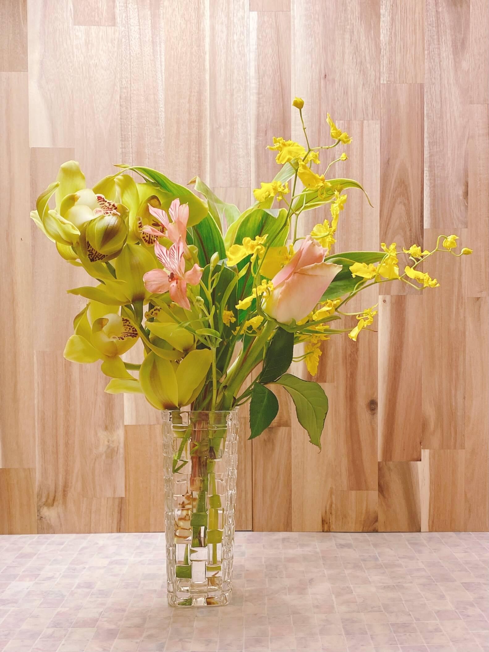 ブルーミーリッチプランで届いたお花を生けた様子